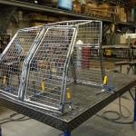 Fahrzeugkäfig für Hunde in Produktion